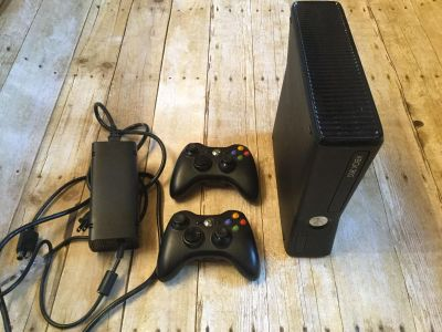 Xbox 360 slim 250gb game console EUC w/ 2 wireless Xbox controllers (not generic) and power cord $120