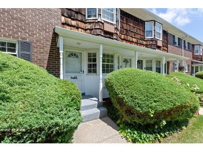 1 Bed 1 Bath Foreclosure Property in Oakdale, NY 11769 - Wilshire Ln # Aptg26