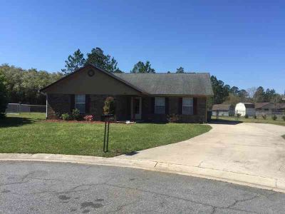 805 Amy Court Hinesville, This Three BR, Two BA home is