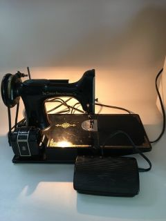 Singer Feather Weight 221 Sewing Machine