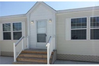 3 Spacious BR in Shelby Charter Township. Washer/Dryer Hookups!