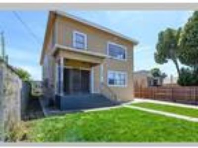 Large Duplex with Parking, Oakland, CA