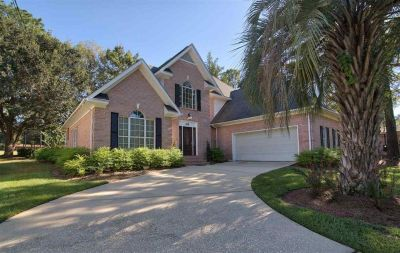 Picture-Perfect 4 Bed/2.5 Bath Home in the beautiful subdivision of Lake Forest!