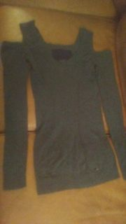 GUESS Brand V-neck Super soft sweater with cut outs / cold shoulder. Beautiful seaming. EUC Gray Size small