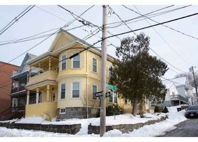 33 Roslyn St #1 Salem Two BR, Nicely renovated South 5 rm/2