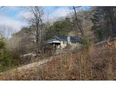 3 Bed 1 Bath Foreclosure Property in Nitro, WV 25143 - Cross Lanes Dr