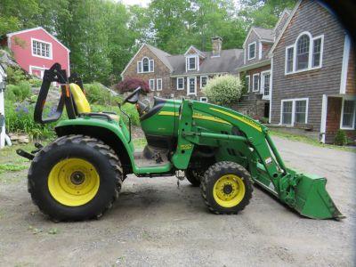 2006 John Deere 3320 Tractor