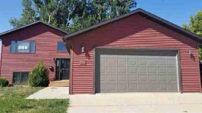 510 SW 16th Street SW Minot Four BR, Beautiful home with a great