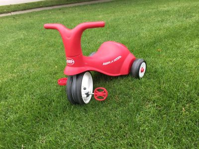 Radio Flyer Scoot/ 2 in 1 pedal ride on trike
