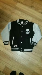 Star Wars jacket. Size 9 to 10 yrs. Excellent condition.
