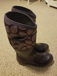 Womens size 9 Bogs winter boots