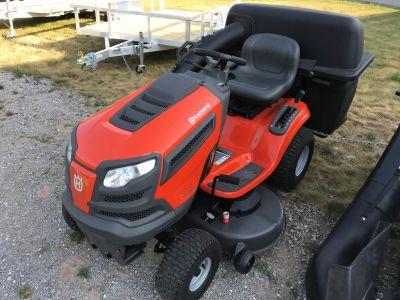 2014 Husqvarna YTH22V46 Lawn Tractors Lawn Mowers Hillman, MI