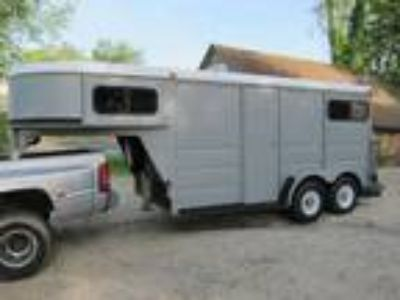 2002 MidAtlantic Steel 2Horse Trailer5th wheelTack RoomNew Tires