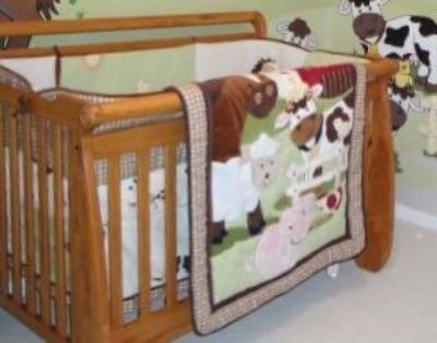 Crib and changing table/ dresser
