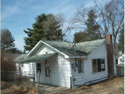 2 Bed 1 Bath Foreclosure Property in Houghton Lake, MI 48629 - Cherry St