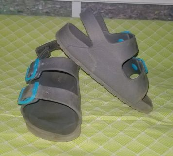 Size 7/8, Gray Cat & Jack Sandals in GUC