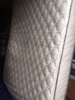 Display Mattress - Queen Size- Beautyrest Simmons 10 in Mattress with a Used Box Spring