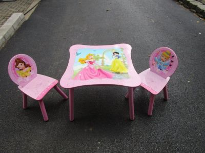 BARBIE TABLE AND CHAIRS
