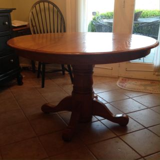 Round kitchen/dining table