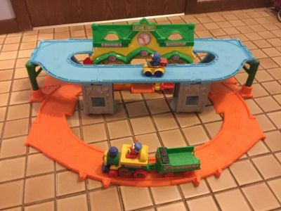 Sesame Street Elmo Junction 2 in 1 Train set