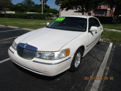1999 Lincoln Town Car Signature (White)