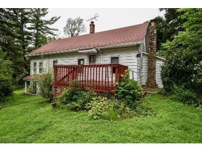 3 Bed 1.5 Bath Foreclosure Property in Lake Hopatcong, NJ 07849 - Yacht Club Dr