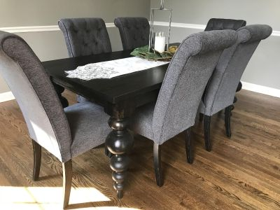 Dining Table and chairs-NEW!