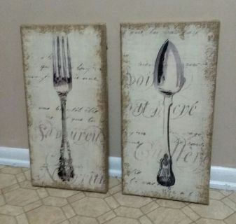 KIRKLAND'S/ BURLAP/KITCHEN WALL DECOR.......EXCELLENT CONDITION