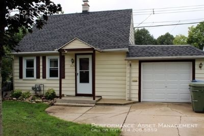Cozy 2BD Cottage in Wauwatosa!