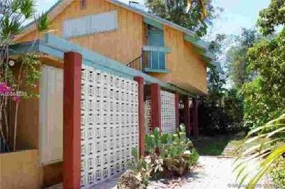 5237 SW 67th Ave Miami Three BR, Break away from the