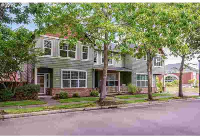 1330 NE Park Ln Fairview Two BR, lovely meticulous Townhouse