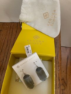 KENDRA SCOTT ESME EARRINGS NWT