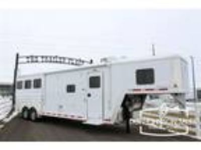 2019 Featherlite 8541 3 Horse GN with 10' Living Quarters Sofa A/C 3 horses