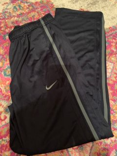 Nice Nike men s pants size medium