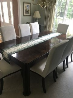 "Dining Room Table and 8 Chairs Plus 2 20"" Leafs"
