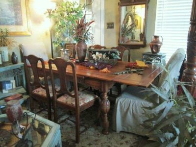 Large Distressed Antique Table4 Chairs - x0024800 (Hitt  Miss Consignments