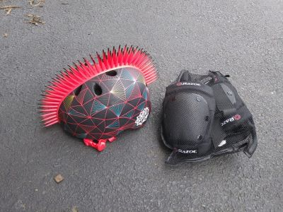 Boys or Girls Crash Spiked Safety Helmet w Knee and Elbow Pads Size 8 and up.
