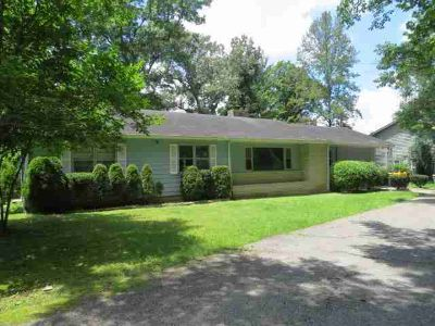 117 Daniel Dr. Hazard Three BR, Classic ranch home nestled in the