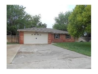 3 Bed 2 Bath Foreclosure Property in Amarillo, TX 79109 - Autumn Pl