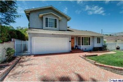 Beautiful 2 story home in south Sunland