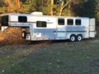 Aluminum 3 horse, living quarters trailer