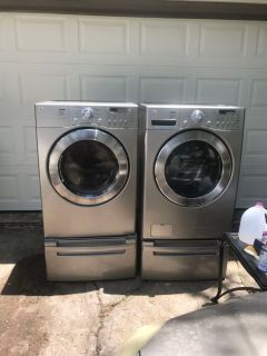 LG gas washer & dryer.. dryer excellent condition washer is reading LV error needs censore