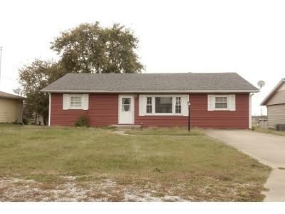 3 Bed 1.5 Bath Preforeclosure Property in Oakland City, IN 47660 - E 2nd St