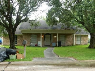5 Bed 3 Bath Preforeclosure Property in League City, TX 77573 - Royal Dr