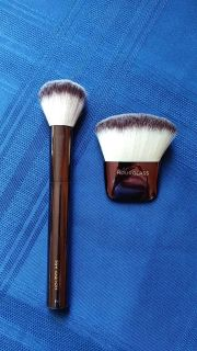 2 Hourglass powder brushes