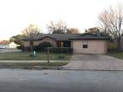244 E Malone Avenue Crowley TX 76036 - 3/2 1858 sqft
