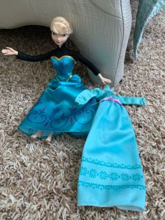 Elsa doll with extra night gown