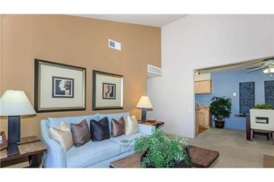 1 bedroom Apartment - Located in one of the most beautiful locations in Palm Desert, California. Car