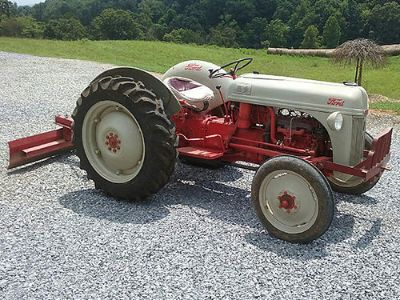 TRACTOR 1952 FORD 8N, VERY GOOD CONDITION, ...