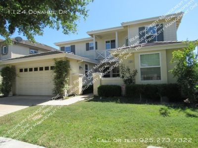 Gorgeous 4 Bed/3.5 Bath Home in Desireable Ironwood Community